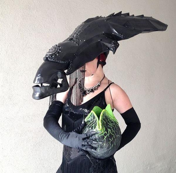Amazing Alien Queen Cosplay Complete With DIY Instructions ...