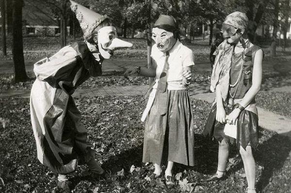 An Old Fashioned Halloween - Neatorama