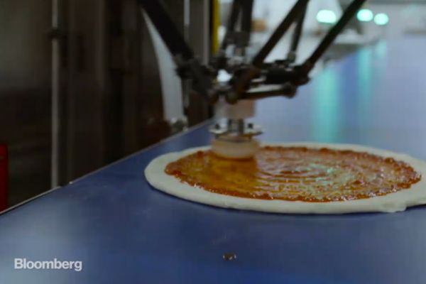 Pizzeria Uses Robot to Prepare Pies, Bakes Them on Delivery Truck
