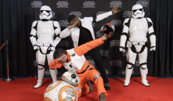 John Boyega Pranks <i>Star Wars</i> Fans