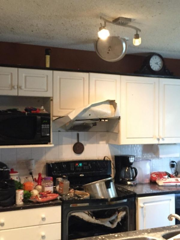 Look At This Kitchen The Stove Is Wrecked Oven Hood Now Up Lid Embedded In Ceiling