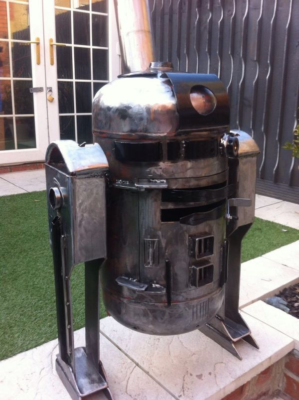 Beautiful r2 d2 wood stove is the droid you 39 re looking for for Chauffe piscine au bois maison