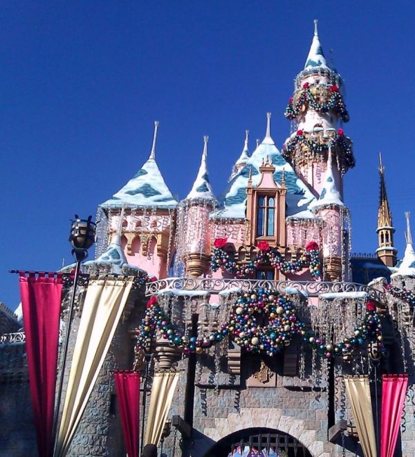 Christmas Decorations For Disneyland: Christmas Time At Disneyland & California Adventure