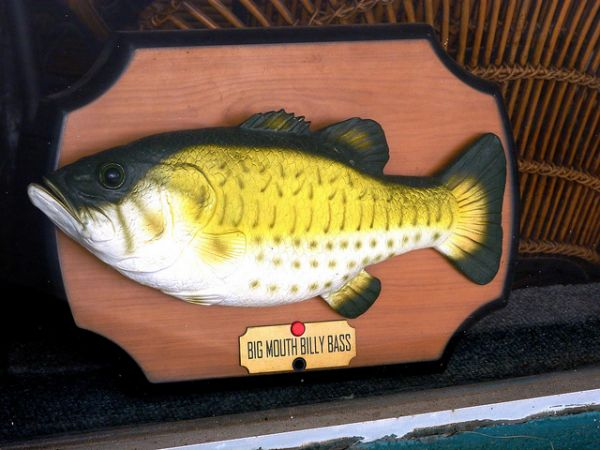 Intruder frightened away by big mouth billy bass neatorama for Billy bass fish