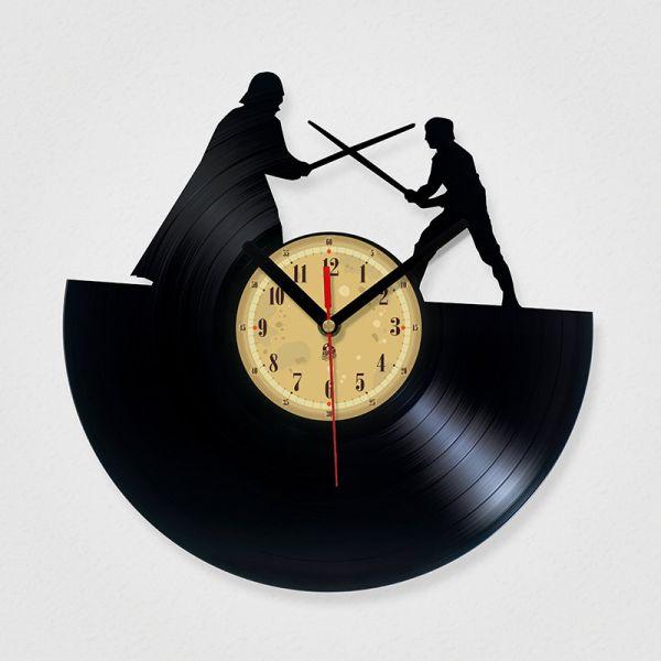 geeky vinyl record clocks neatorama. Black Bedroom Furniture Sets. Home Design Ideas