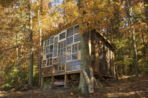 Lilah And Nick Built This Wonderful Cabin In West Virginia Out Of Reclaimed  Lumber And Filled It With Eccentric Castoff Vintage And Antique Furnishings.