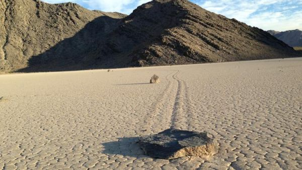 Mystery Of Death Valley S Sailing Stones Explained Neatorama
