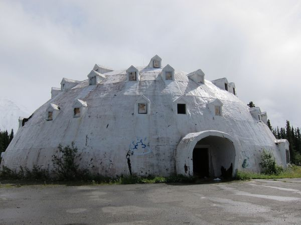 Great Back In The 1970s, Someone Got The Great Idea To Build A Four Story Igloo  As A Hotel About 20 Miles From Cantwell, Alaska, On The Highway Between  Fairbanks ... Idea