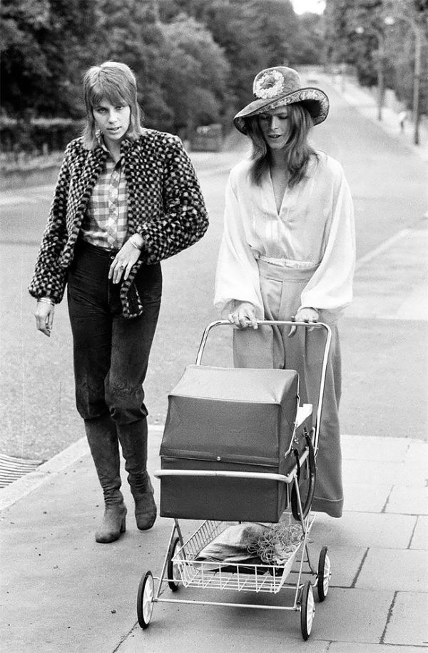 Photos Of David Bowie And Ex-Wife Angie Taking Their Son Zowie For A Walk In 1971