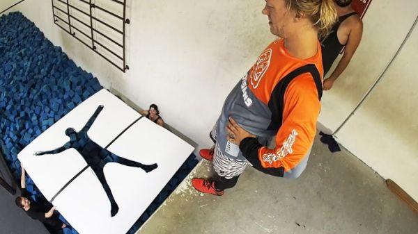 Parkour Challenge- Jump Through Impossible Shapes