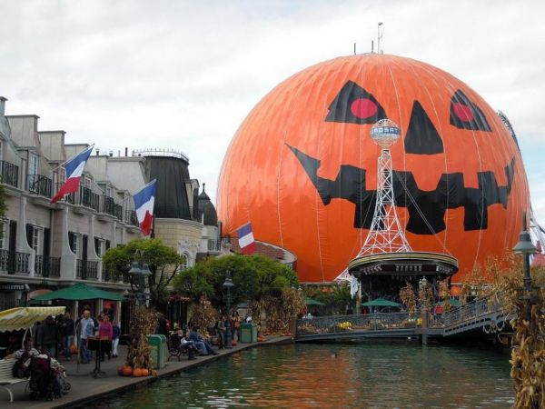 this german theme park has the halloween spirit neatorama - German Halloween Decorations