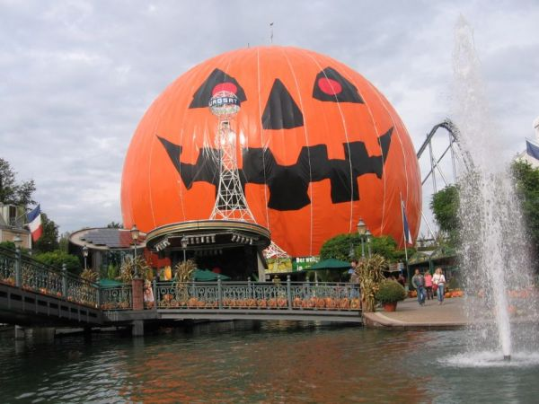 This German Theme Park Has The Halloween Spirit Neatorama
