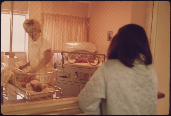 Why Hospitals Started Displaying Newborn Babies Through Windows