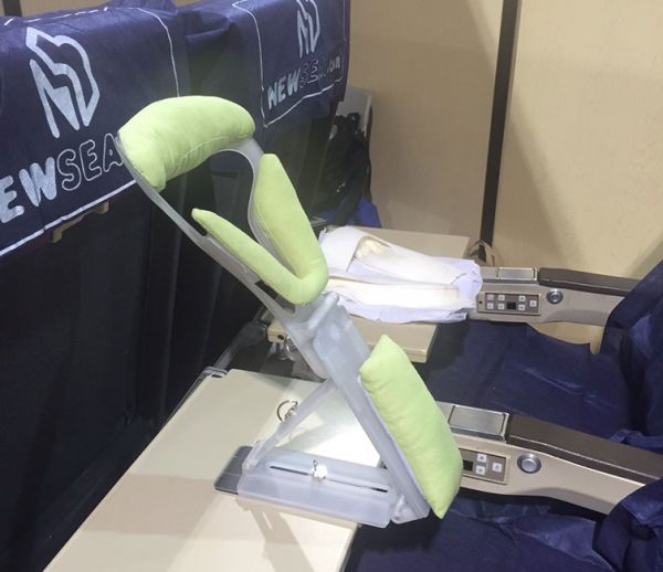 1434741505 0 jpg this gadget is designed to help you sleep on a plane   neatorama  rh   neatorama