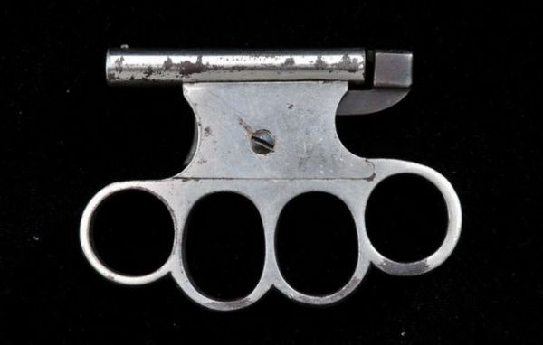 pistol knuckle duster