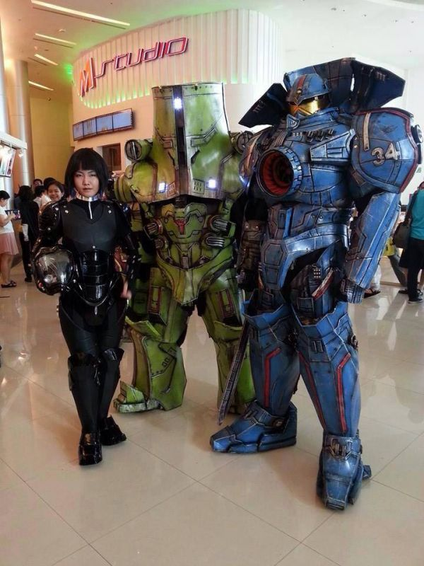 Incredibly Cool Pacific Rim Jaeger Cosplay Neatorama