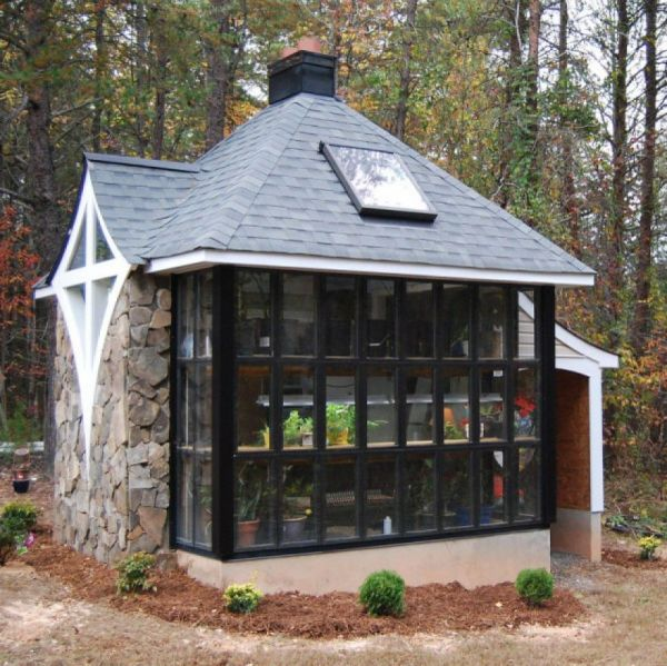 10 adorably tiny houses neatorama for Side of the house storage shed