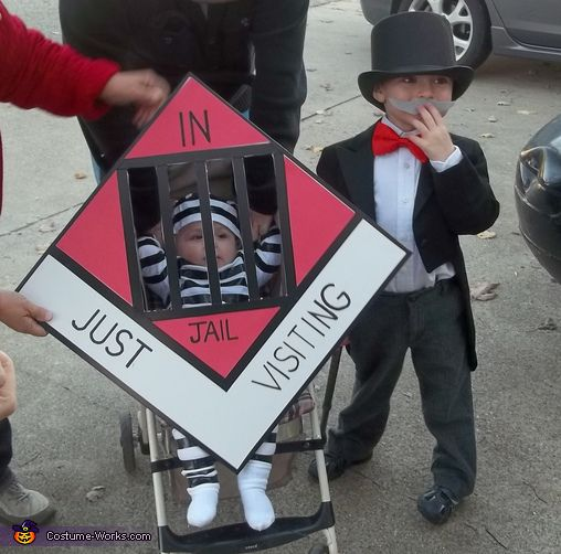 16 super easy kids halloween costumes you can diy neatorama a white outfit and a simple white hat can easily be made into a prisoner costume with a little black electrical tape add a cardboard cutout resembling solutioingenieria Image collections