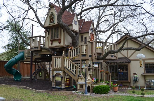 Steve And Jeri Wakefield Of Dallas, Texas, Had The Worldu0027s Best Treehouse  Built Around The Pecan In Their Backyard Nine Years ...