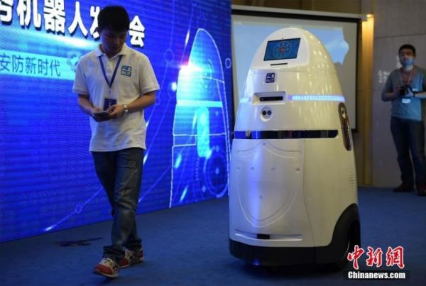 This Chinese Riot Control Robot Looks Like An Early Dalek Prototype