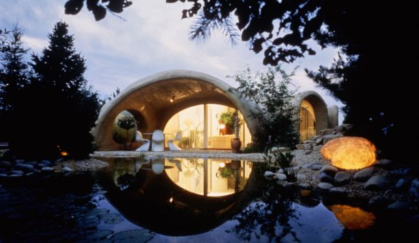 Check out these dreamy earth houses in switzerland for Peter vetsch earth house