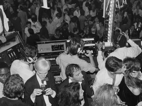 Rarely seen photographs from inside studio 54 neatorama for Studio 54 balcony