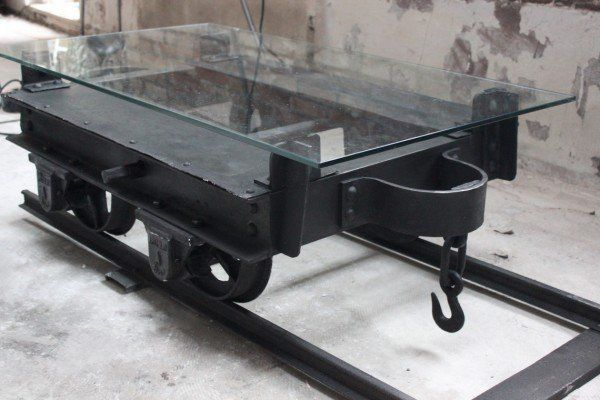 Coffee table made from a mining cart neatorama - Tables basses industrielles ...