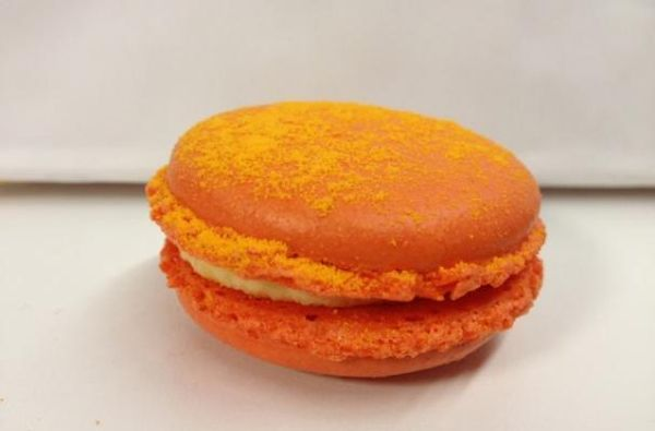 Cheetos macaron