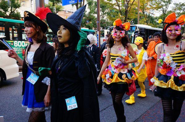12 Halloween Traditions From Around the World - Neatorama