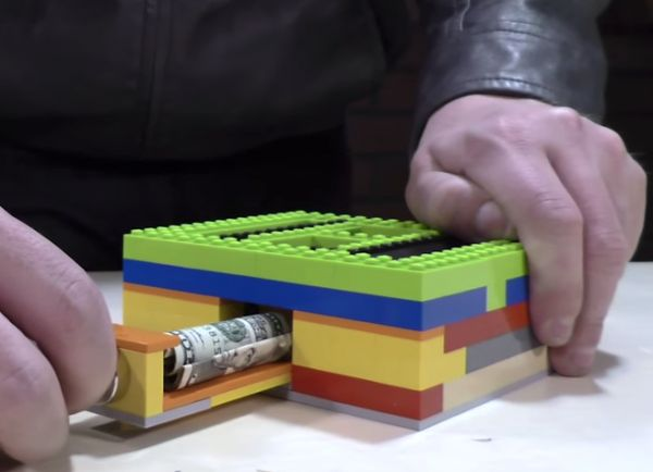 How To Build A Secret Magnetic Safe Out Of LEGO Bricks