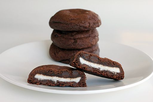 Chocolate Chocolate Chip Cookies Stuffed with Peppermint Patties ...
