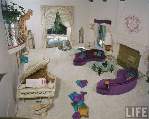 Inside Jayne Mansfield 39 S Mansion The Pink Palace
