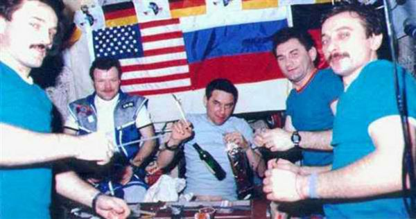astronauts drink in space by - photo #23