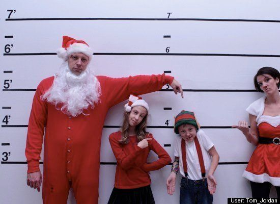 14 Hilarious Family Christmas Photos