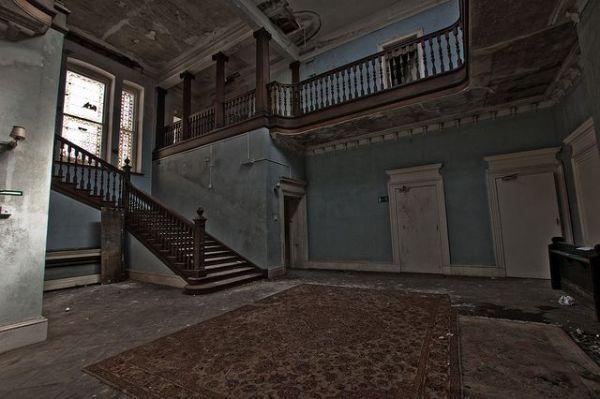 Haunting Photos of Abandoned Boarding Schools - Neatorama | 600 x 399 jpeg 40kB