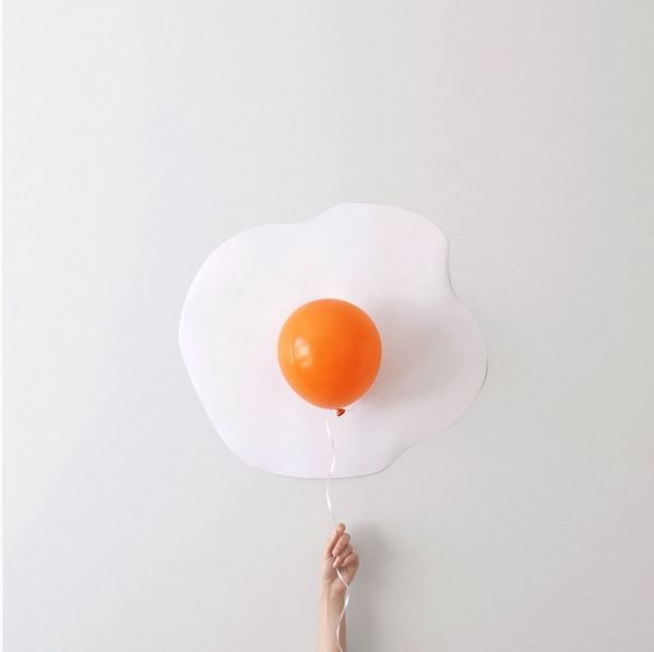 Balloons become minimalist art neatorama for Art minimaliste artiste