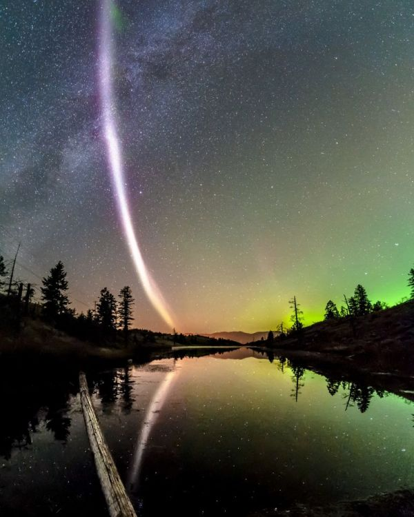 "Newly-Observed Atmospheric Phenomenon Named ""Steve"""