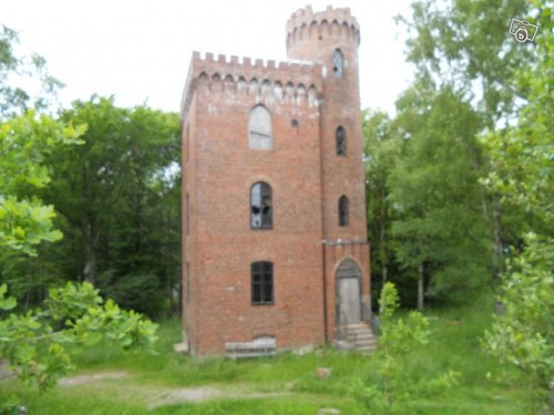 Tiny castle for sale neatorama for Castle like house plans