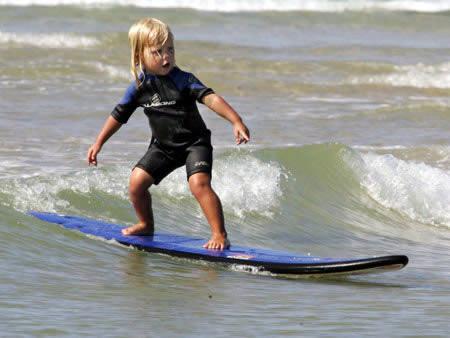 a97845_x005_6-surfer.jpg