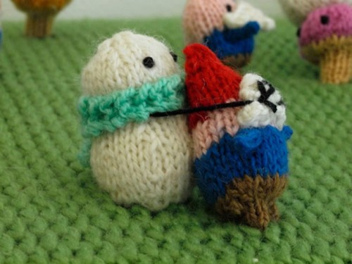 John Lewis Snowman Knitting Pattern : Snowmen vs. Gnomes Knitted Battlescape - Neatorama
