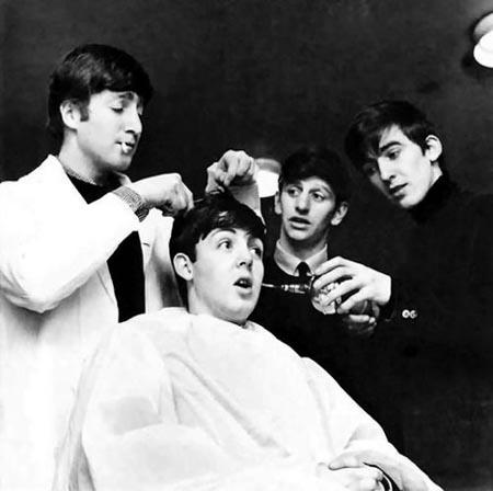 The Beatles Polska: Włosy Beatlesów sprzedane za ponad 10 000 dolarów