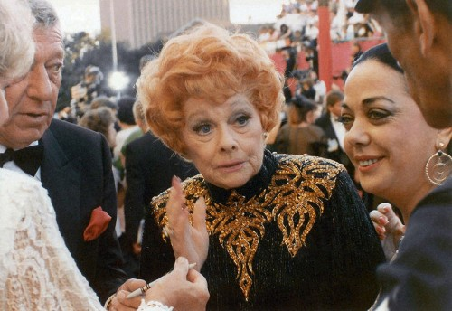 Lucille Ball At Desi Arnaz Funeral Images & Pictures - Becuo