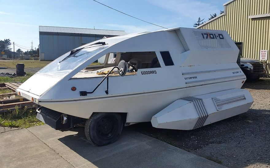 Minivan Modded into Star Trek Shuttlecraft
