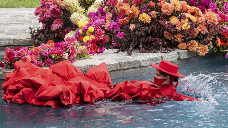 This Fashion Show At Home Ended In The Pool