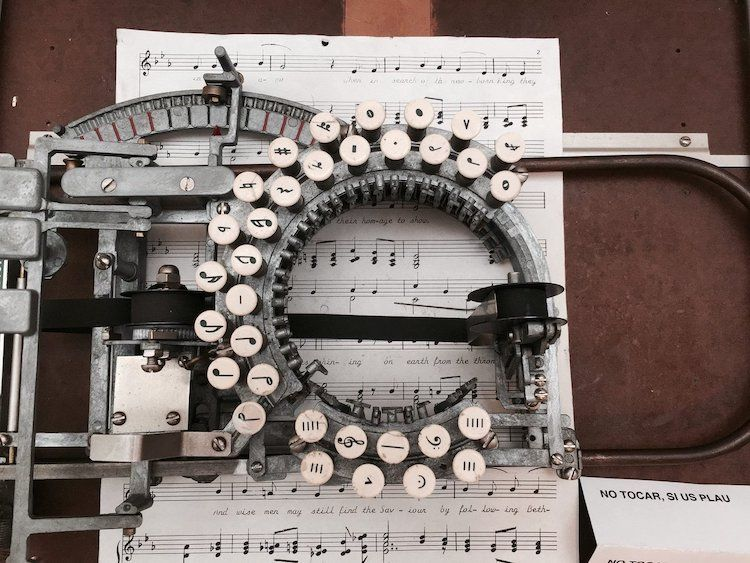 This Rare Vintage Typewriter from the 1950s Lets You Type Sheet Music