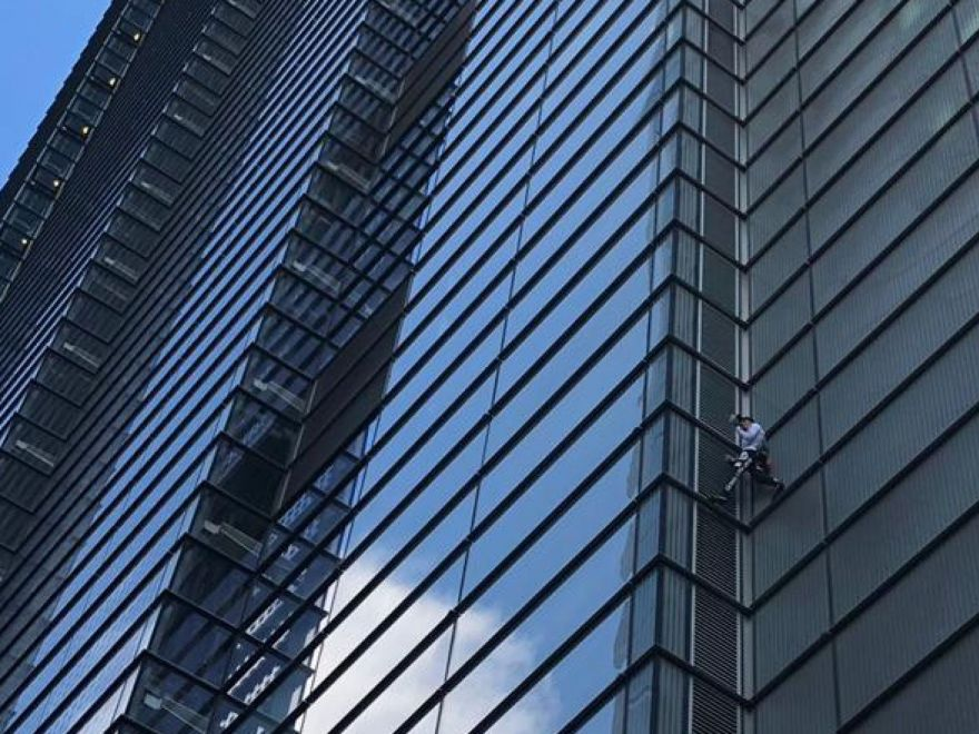 """Human Spider"" Climbed Another Skyscraper"