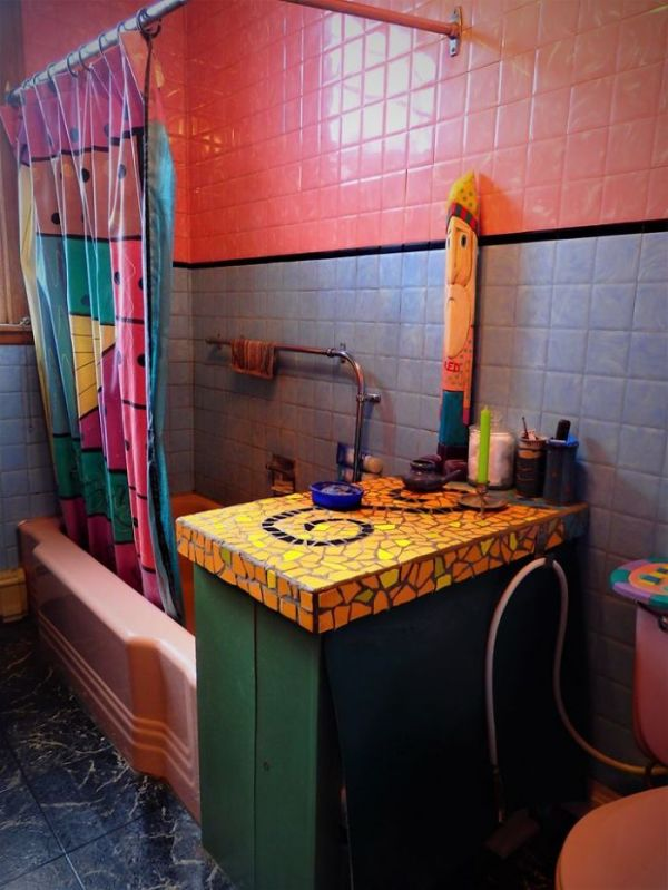 people-are-sharing-their-unusual-bathroom-designs