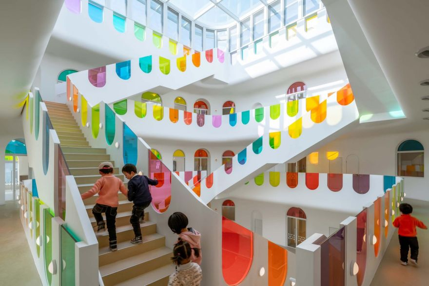 483-colorful-panels-turn-this-kindergarten-into-a-kaleidoscope