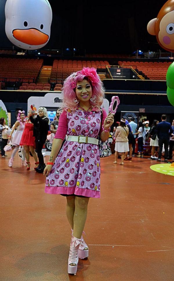... Hello Kitty Festival Fashion best service c6e0a 5962f  Minnie Polka Dot Crossbody  Bag ... da0d48ce64978