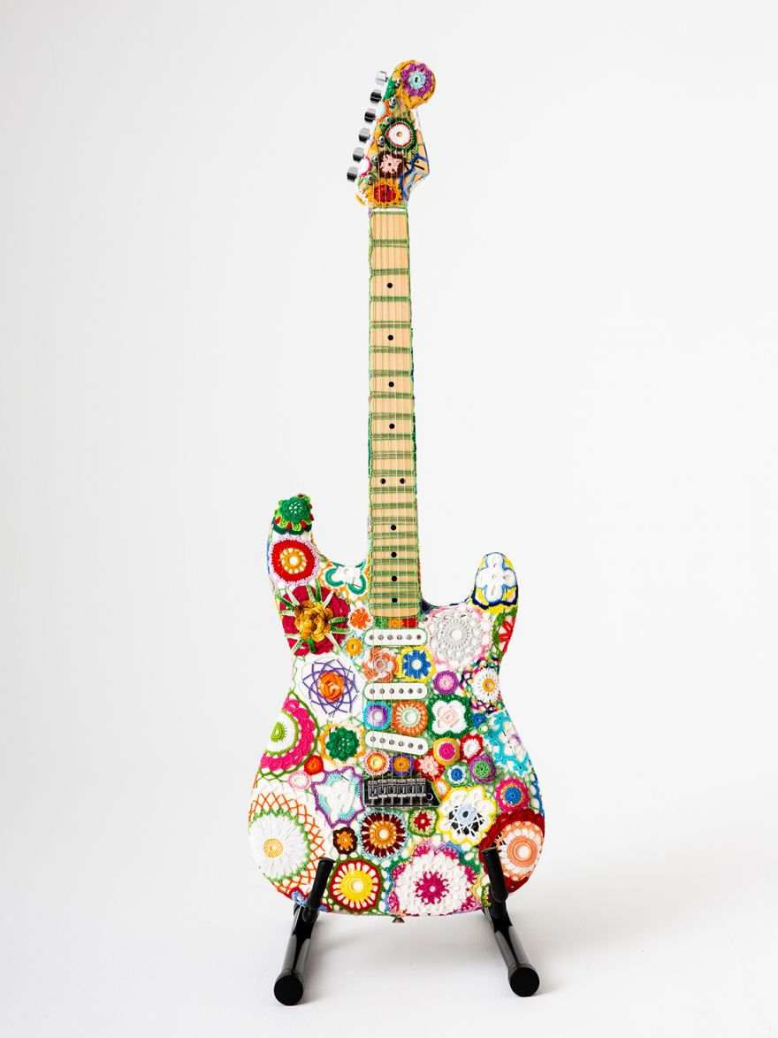 Knit Stratocaster Sings from the 1960s